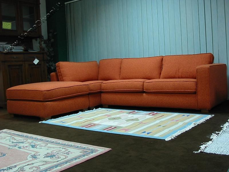 Divani in offerta occasioni di divani letto in pronta for Offerte divani angolari in tessuto