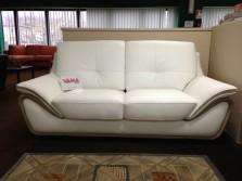 divano in pelle bianca stile moderno