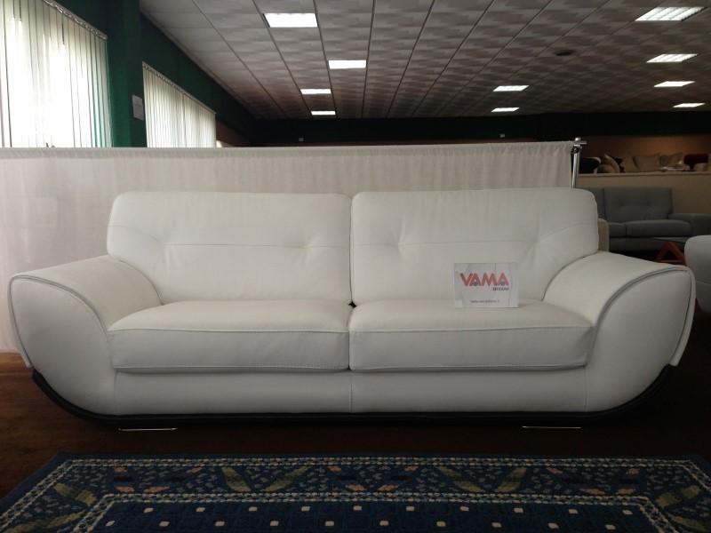 Divano moderno pelle idee per il design della casa for Retro divani moderni