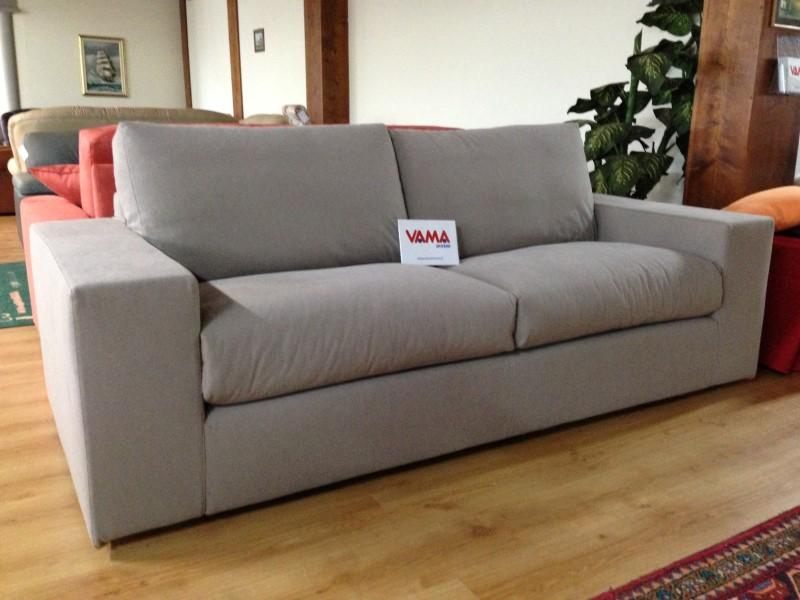 Ikea divani pelle 3 posti idee per il design della casa - Divano 3 posti letto ...