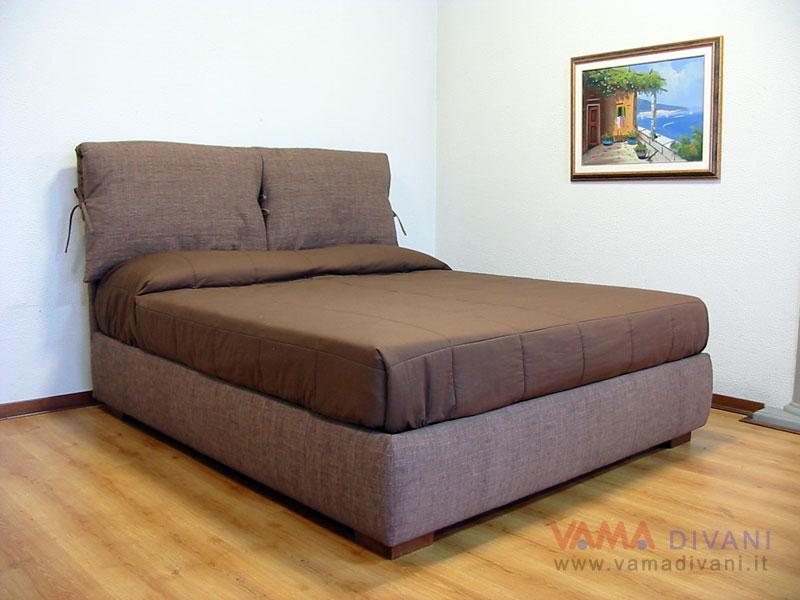Letto in tessuto con due cuscini imbottiti sulla testata - Cuscini per testata letto ...